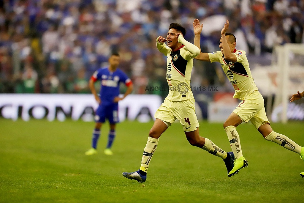 Edson Álvarez autor del primer gol del América en la final del Torneo de la Liga MX Apertura 2018 en el Estadio Azteca