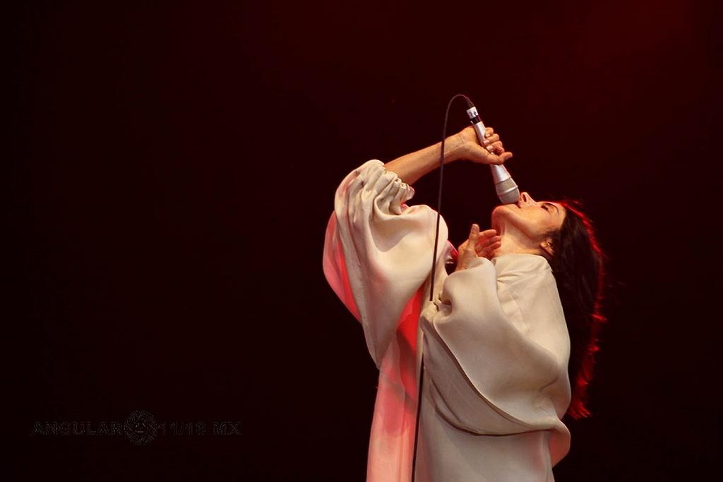 Ely Guerra en el concierto Voces de Mujeres en la plancha del Zócalo de la Ciudad de México