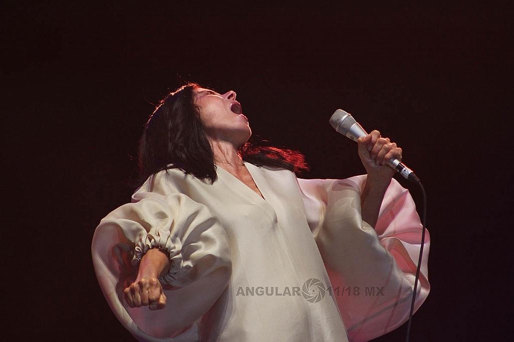 Ely Guerra, en el concierto Voces de Mujeres en la plancha del Zócalo de la Ciudad de México,