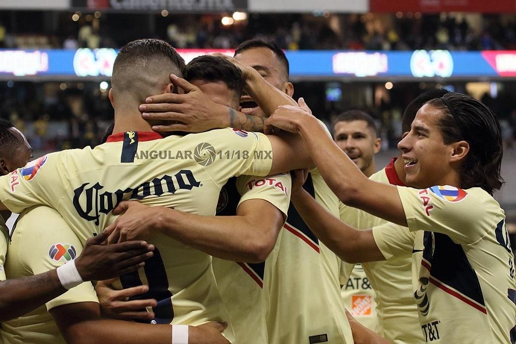 Las Águilas del América festejan la goleada a los Pumas en el partido de vuelta en la semifinal de la Liga MX Apertura 2018