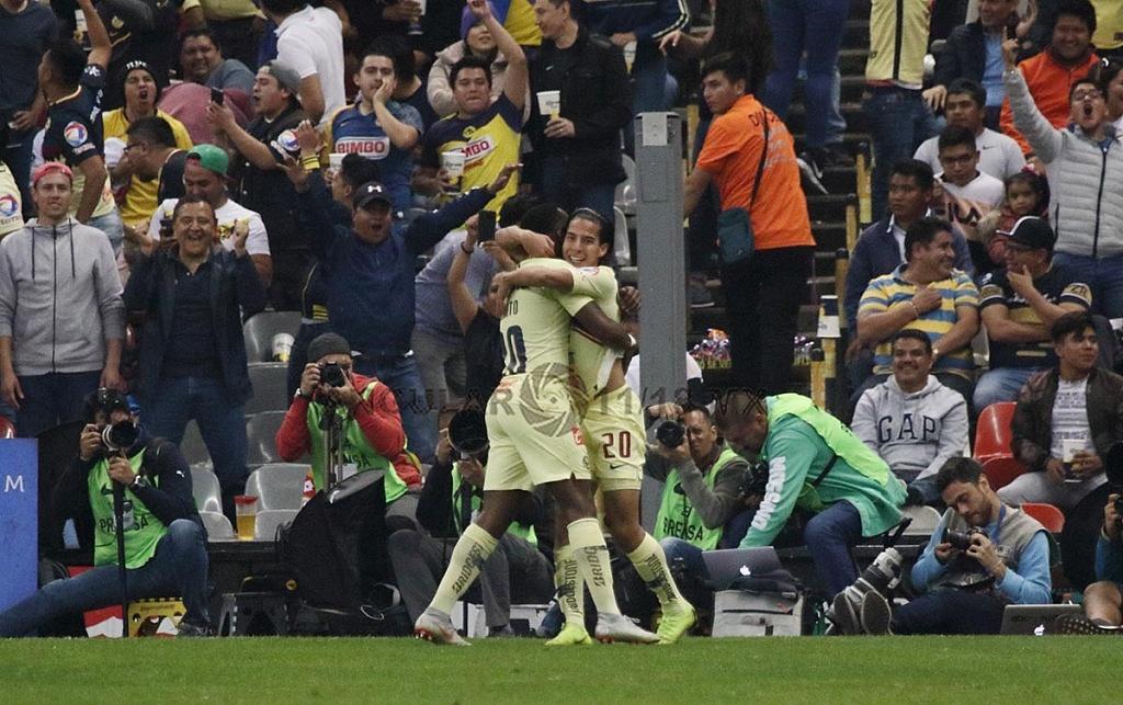 Las Águilas del América festejan la goleada a los Pumas en el partido de vuelta, en la semifinal de la Liga MX Apertura, 2018,