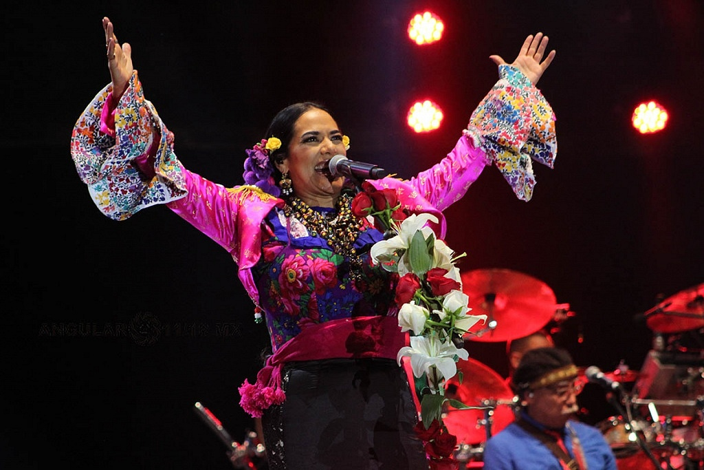 Lila Downs, en el concierto Voces de Mujeres, en la plancha del Zócalo de la Ciudad de México,