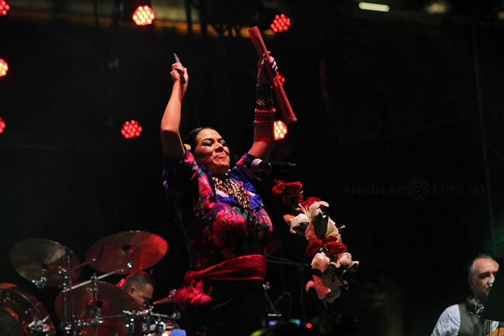 Lila Downs en el concierto Voces de Mujeres en la plancha del Zócalo de la Ciudad de México 2018