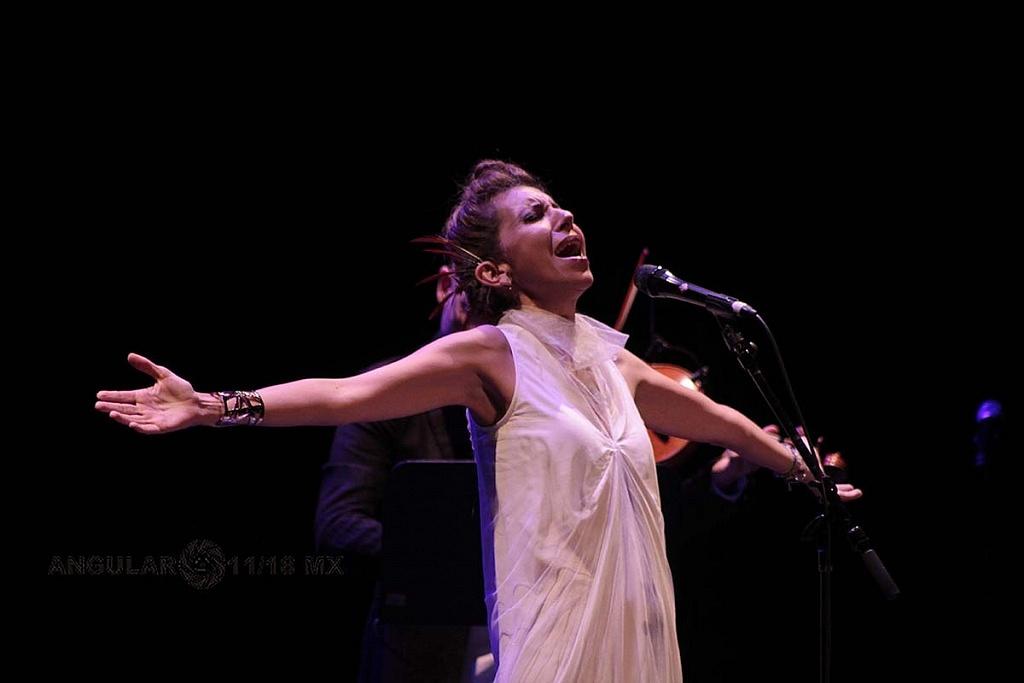 Magos Herrera y Brooklyn rider presentan su nueva producción Dreamers en el Teatro Esperanza Iris,