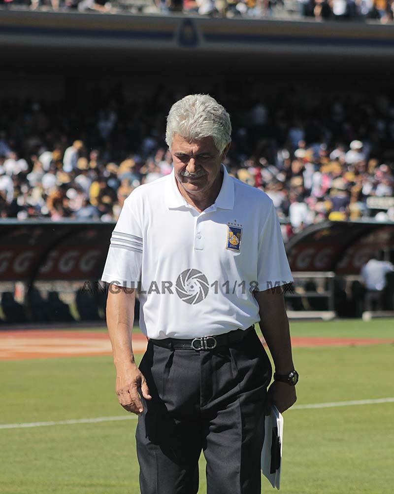 Ricardo Ferretti director técnico de los tigres después de ser eliminados en los cuartos de final por los Pumas,