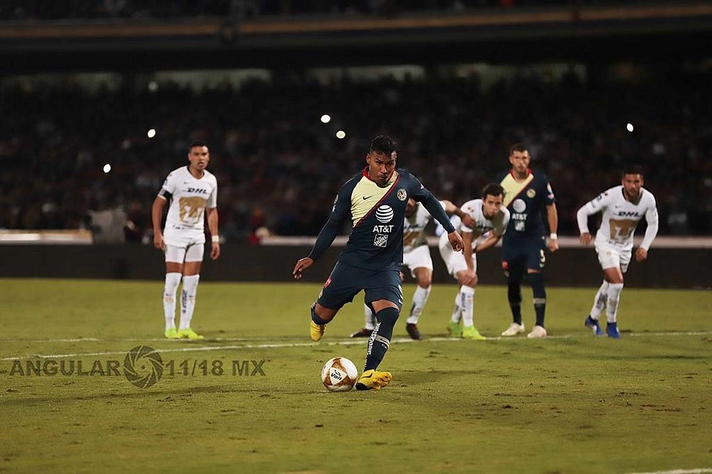 Roger Martínez falla el penalti ante los pumas en el juego de semifinal del torneo de la liga mx apertura 2018,