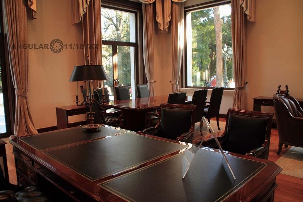 abren a todo el público la Residencia Oficial de Los Pinos (interior de la residencia amueblada con escritorios)
