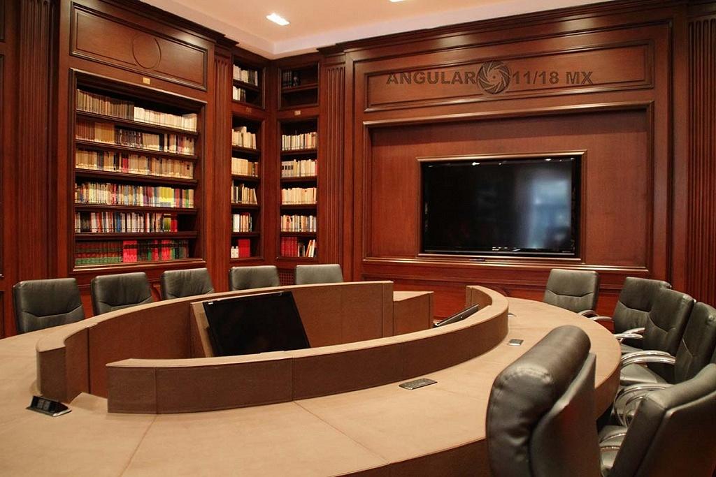 abren a todo el público la Residencia Oficial de Los Pinos (interior de la residencia sala de juntas)