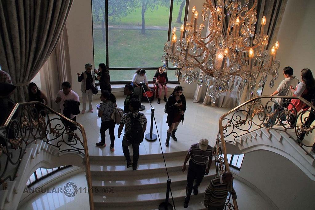 abren a todo el público la Residencia Oficial de Los Pinos vestíbulo y escaleras,