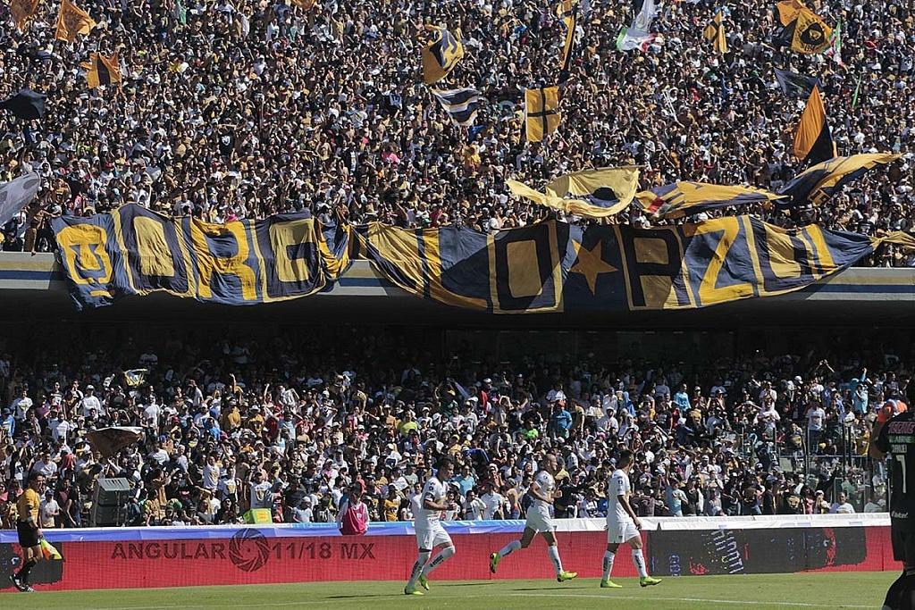 afición de Pumas en el estadio Olímpico Universitario durante el encuentro de cuartos de final Pumas vs Tigres