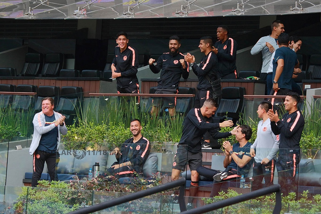 equipo varonil de las Águilas, en el partido de ida de la final femenil América vs Tigres