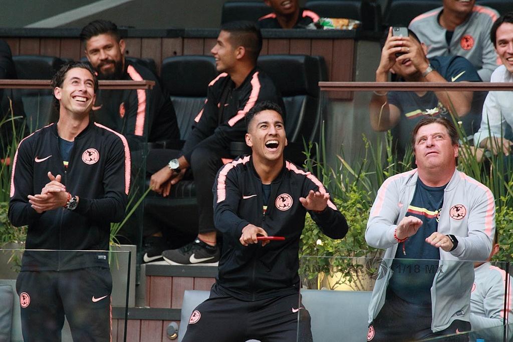 equipo varonil de las Águilas en el partido de ida de la final femenil América vs Tigres