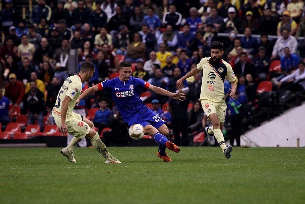 jugada dividida entre América y Cruz Azul en el partido de ida, en la gran final del torneo de la liga mx apertura 2018,