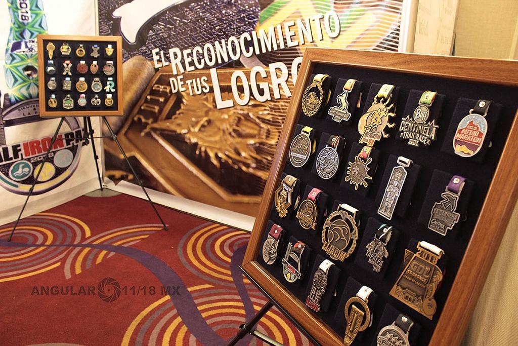 Sexto Congreso Internacional de la Industria del Running 2019, stans donde se muestran medallas de distintos maratones