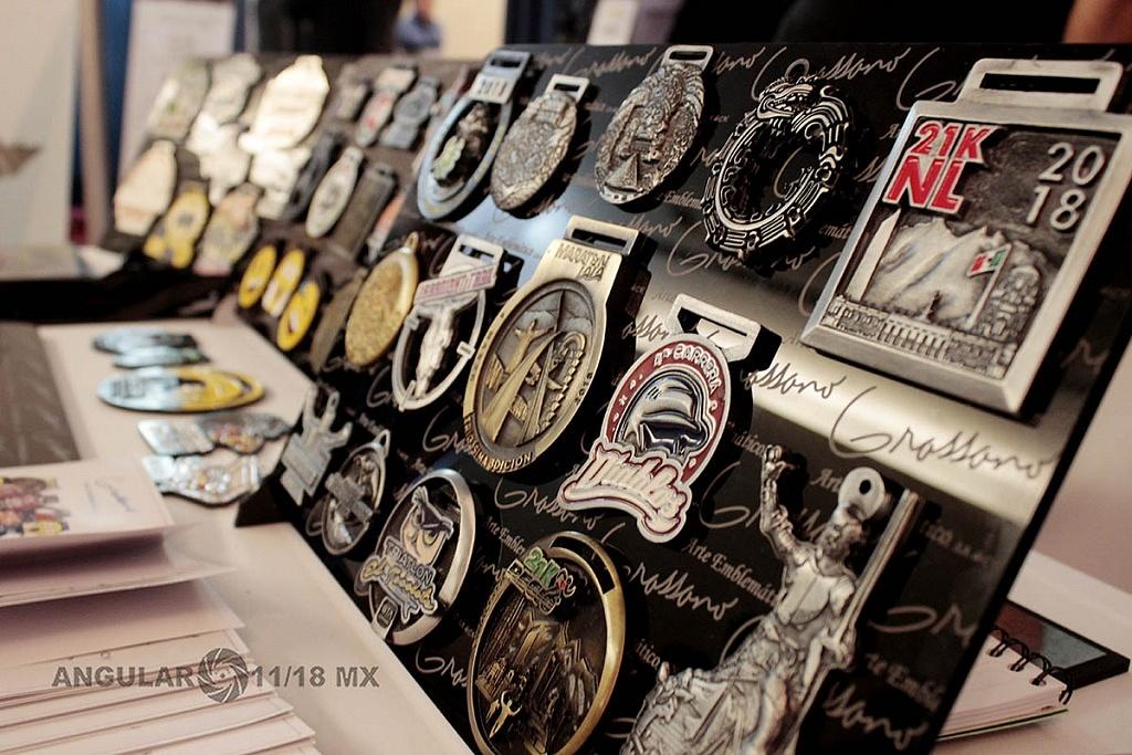Sexto Congreso Internacional de la Industria del Running, stans donde se muestran medallas de distintos maratones