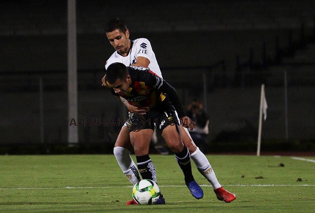 Los Pumas Vencieron a los Leones Negros en la Copa MX 2-1 jugada dividida