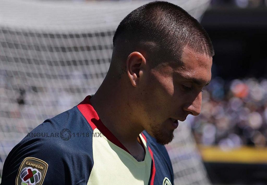 Nicolas Castillo atacante del América durante el juego de la jornada 7 frente a Pumas