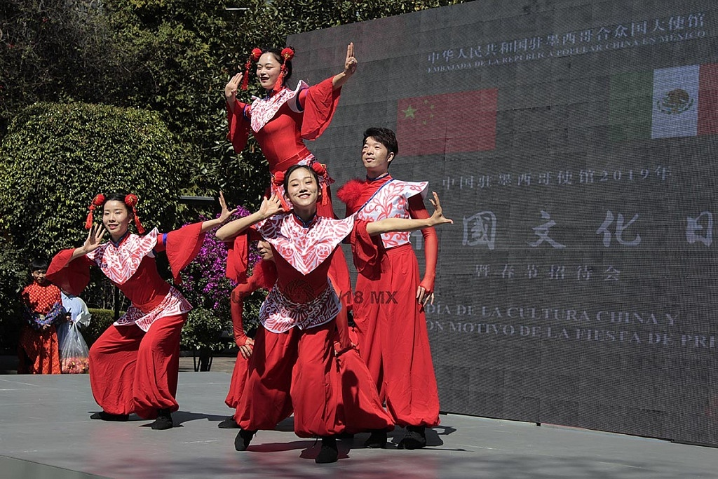 espectáculo dancistico con motivo de la fiesta de Primavera China 2019, en la embajada China,