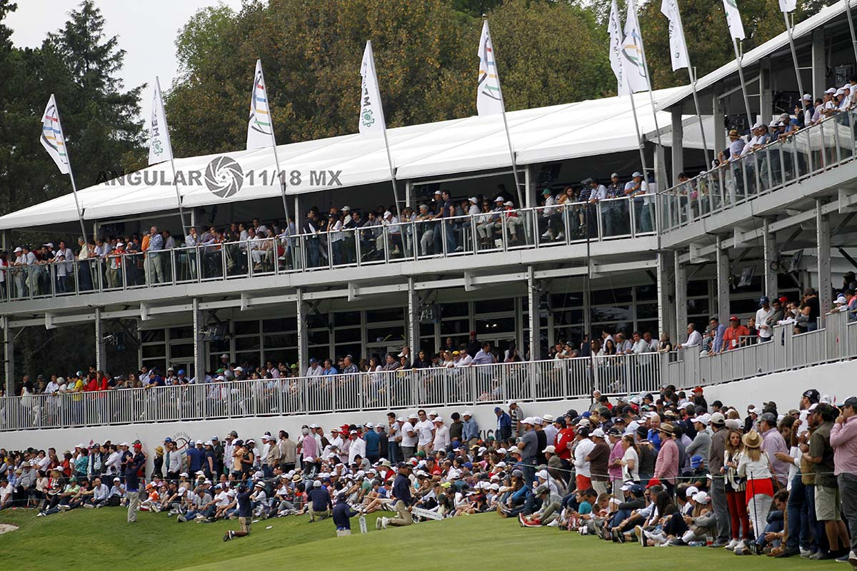 espectadores en la gran final del World Golf Championships México 2019 en el Club de Golf Chapultepec hoyo 17