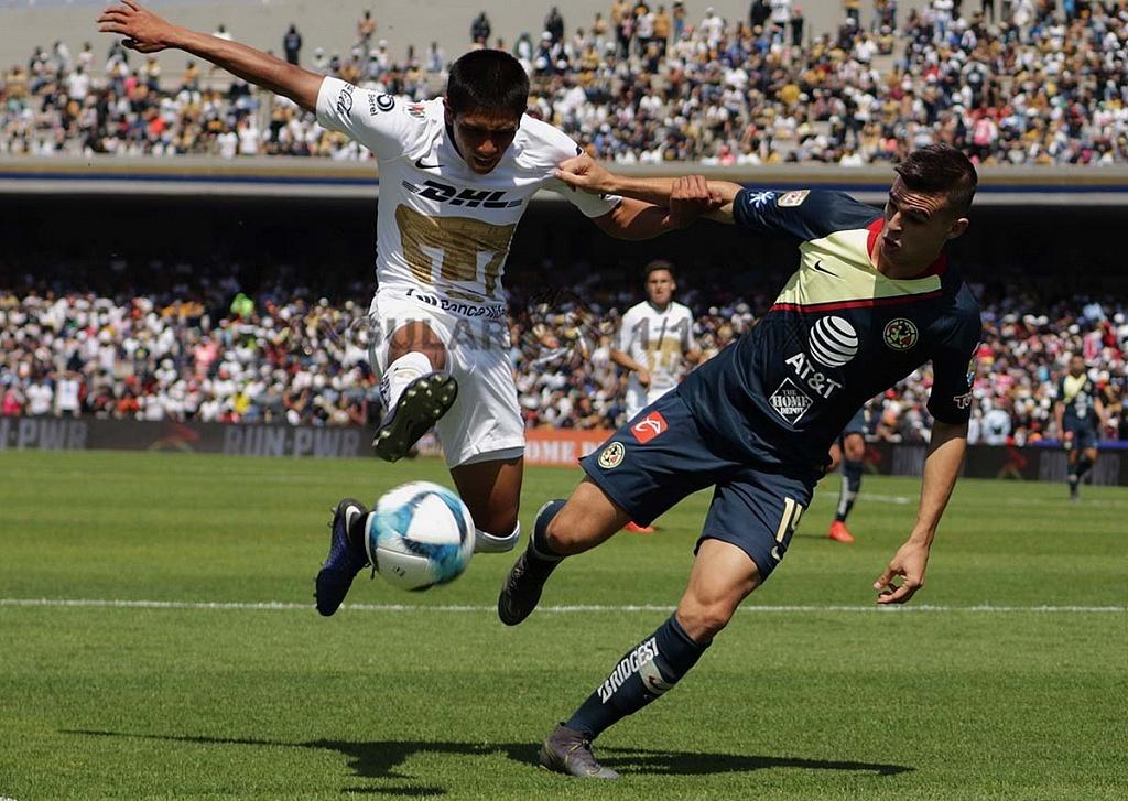 jugada dividida entre Pumas y América en la jornada 7 del clausura 2019 Estadio Olímpico Universitario