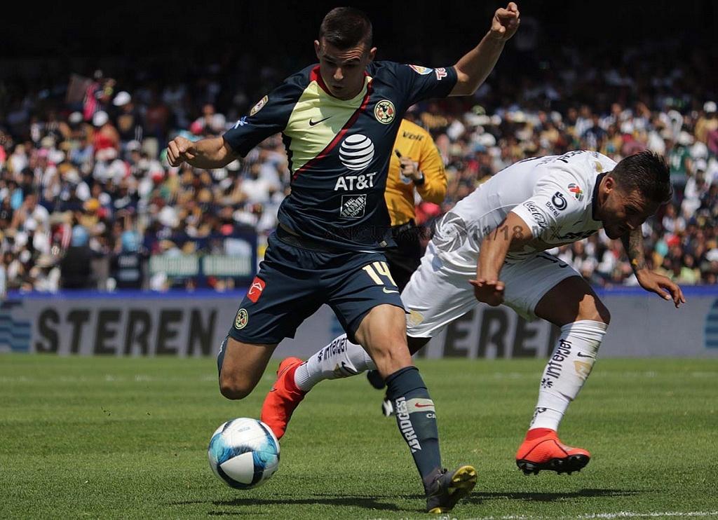 jugada dividida entre Pumas y América en la jornada 7 del clausura 2019, estadio Olímpico Universitario