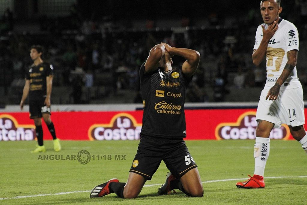 Luis Jerez jugador de Dorados después de realizar un autogol frente a Pumas