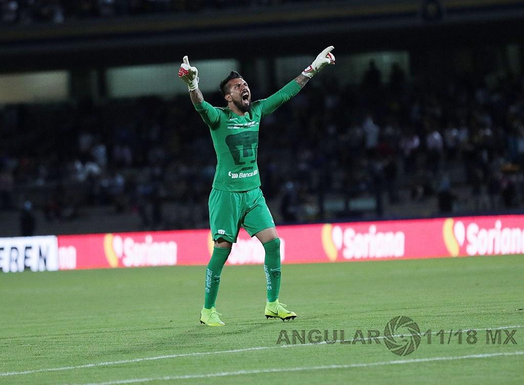 festejo del arquero universitario Miguel Fraga despues del primer gol frente va dorados en la copa mx
