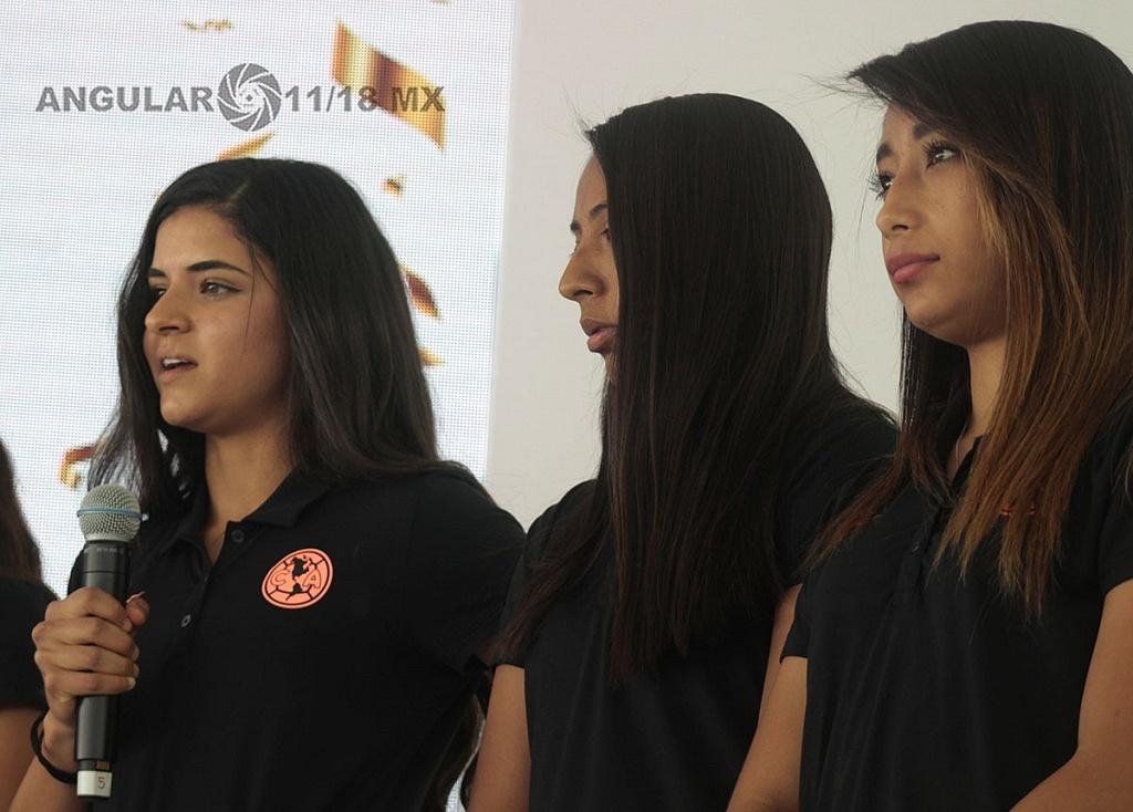 jugadores de la primera divición femenil del equipo Amèrica, en el lanzamiento de Gol por México, Gol para las Mujeres.