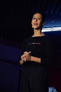 Elisa Carrillo en clase en el Salón Los Ángeles 8